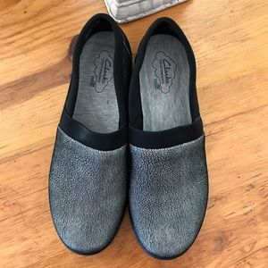 Clarks pair of shoes Silver and black SOFT size 8